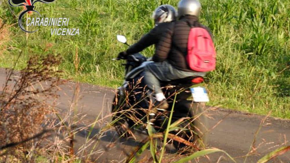 Decine di rapine e scippi con la moto: arrestati d...