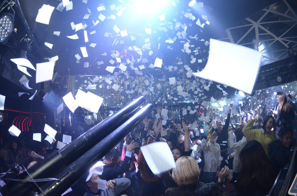毎週金曜日「金晩爆狐」!Partyは後半戦‼️フロアはまだまだヒートアップ‼︎今夜も全員で最高のPartyを作り上げていきましょう😆このまま朝までエンジン全開‼︎‼︎#kitsune_kyoto #kyoto #nightclub #party #allmix #Friday #金晩爆狐 #華金 #JPNIGHT