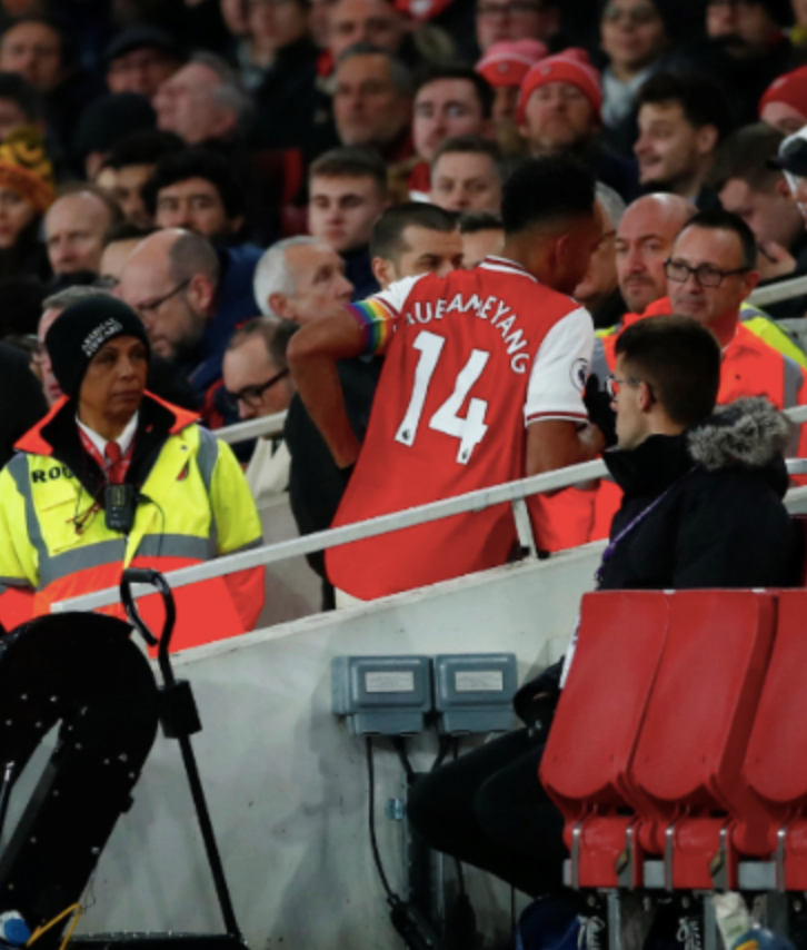 Arsenal Had To Play With 10 Men While Losing 2-1 Because Pierre-Emerick Aubameyang Ran Off The Field To Take A Shit  https://www. barstoolsports.com/barstoolu/arse nal-had-to-play-with-10-men-while-losing-2-1-because-pierre-emerick-aubameyang-ran-off-the-field-to-take-a-shit   … <br>http://pic.twitter.com/BhIgr4JpUq