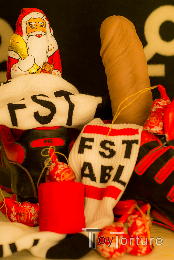 test Twitter Media - Dec 6th is Nikolaustag in Germany, the day where you stuff your loved ones' boots and sneakers with candy and little gifts. I stuffed mine with the new @sk8erboy_shop FST ABL sox I urged them to make for ages and some stuffing fun from @OxBalls and @hankeystoys 🐽😈🎅 https://t.co/2TAmEfJ5aG