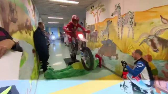 Con le moto nella Pediatria di Conegliano per dona...