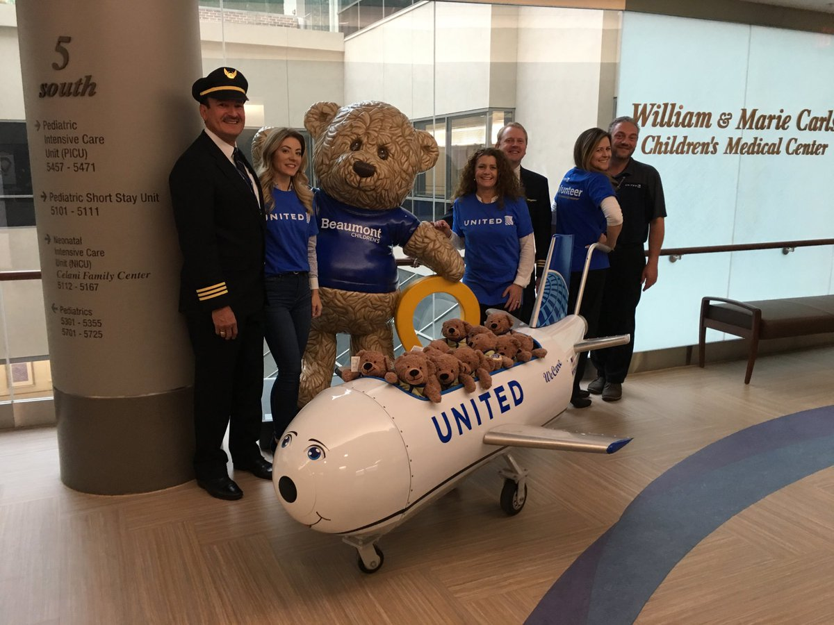 Proud day in DTW. Thanks to Beaumont Childrens Hospital we were able to bring smiles to many faces while accompanied by 2 of our finest uniformed pilots and distribute Ben Flyin bears. Incredible experience ❤️ ⁦@weareunited⁩ ⁦@barkleyscotty⁩ ⁦⁦@JMRoitman⁩