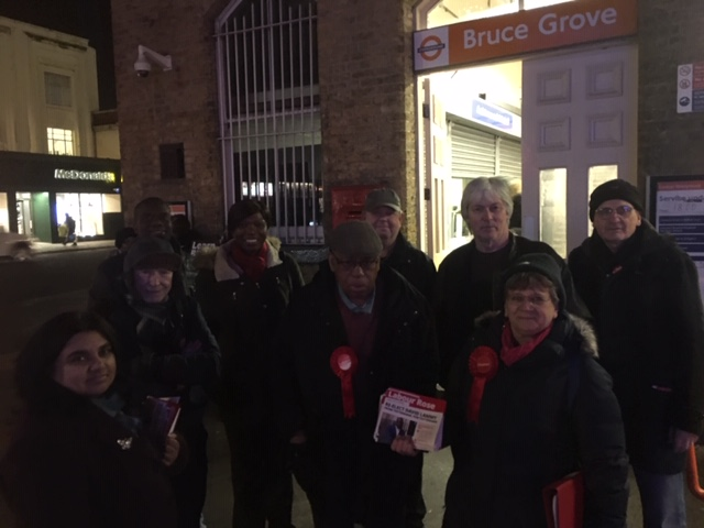 A great session in Tottenham Hale speaking to residents on Wednesday evening about the #RealChange that can only be delivered by a Labour Government. Many thanks to the members and local ward councillors for braving the elements! #VoteLabour #LabourDoorstep #TottenhamHale