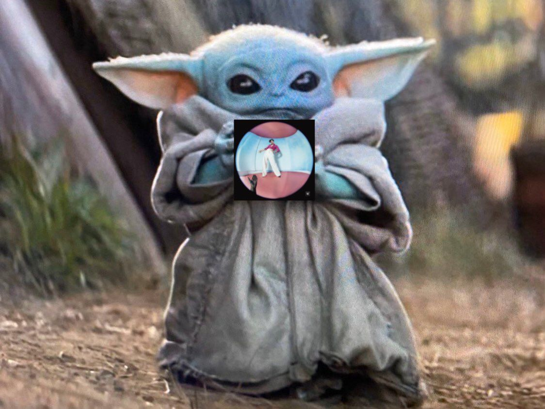 """You've been waiting for it.. what does @Harry_Styles think of Baby Yoda? """"Where is Baby Yoda from? I've seen him. And he's great. It's like.. a smaller.. Yoda."""" #HarryOnHits1"""