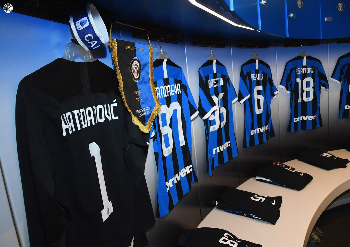 👀 | DRESSING ROOM Back in our traditional ⚫️🔵 You set for #InterRoma? 👊👊👊 #FORZAINTER