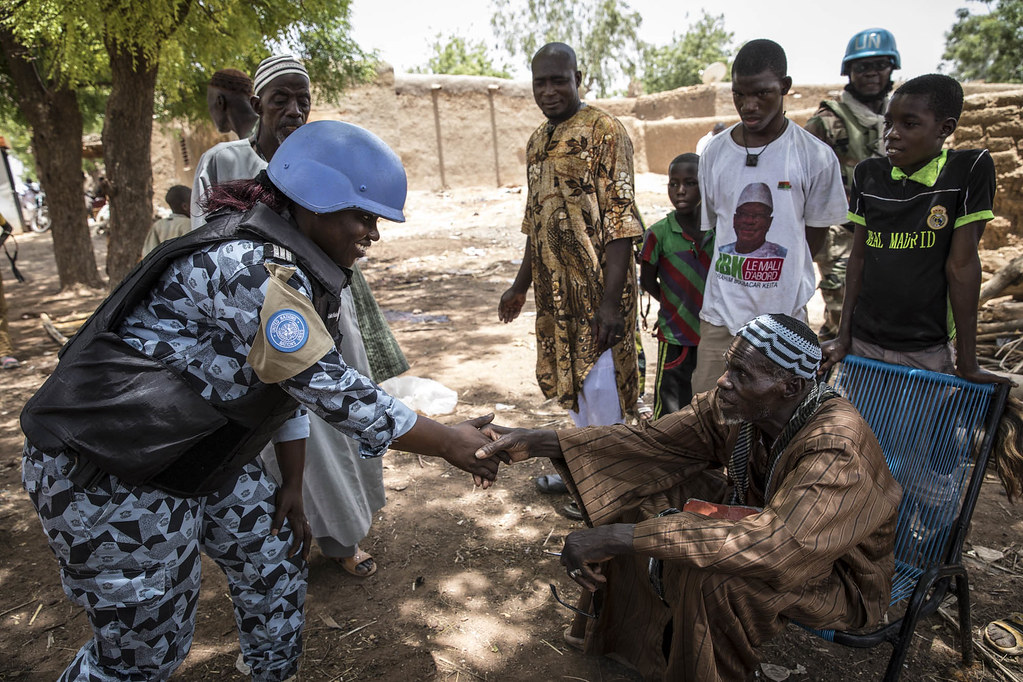 In @UN_MINUSMA, @UNPOL is working with the Government to rebuild confidence, address security concerns and prevent crime by strengthening community-oriented policing. #A4P #UNSCR2436 #PKPerformance