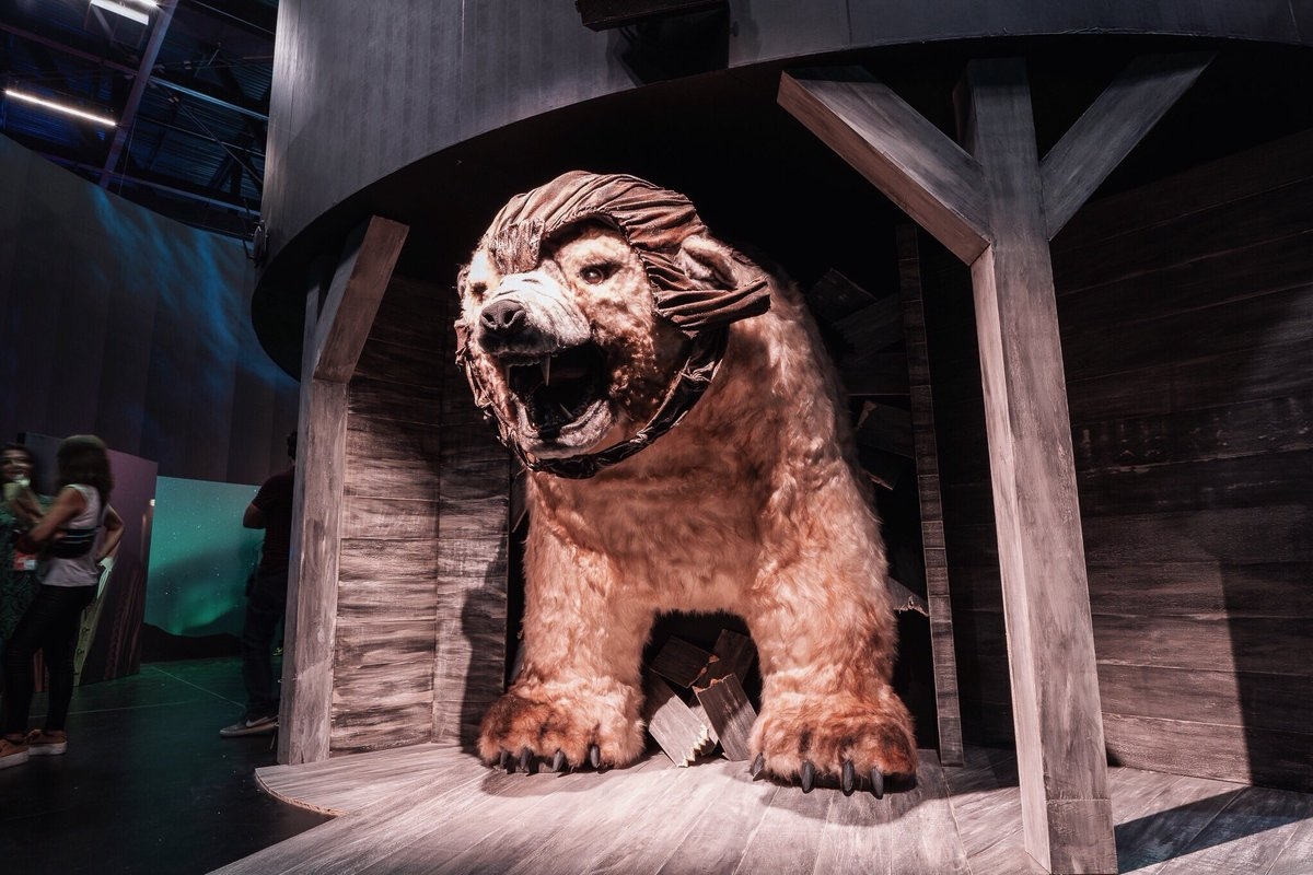Replying to @daemonsanddust: Has anyone seen a bear? #IorekByrnison #HBOnaCCXP