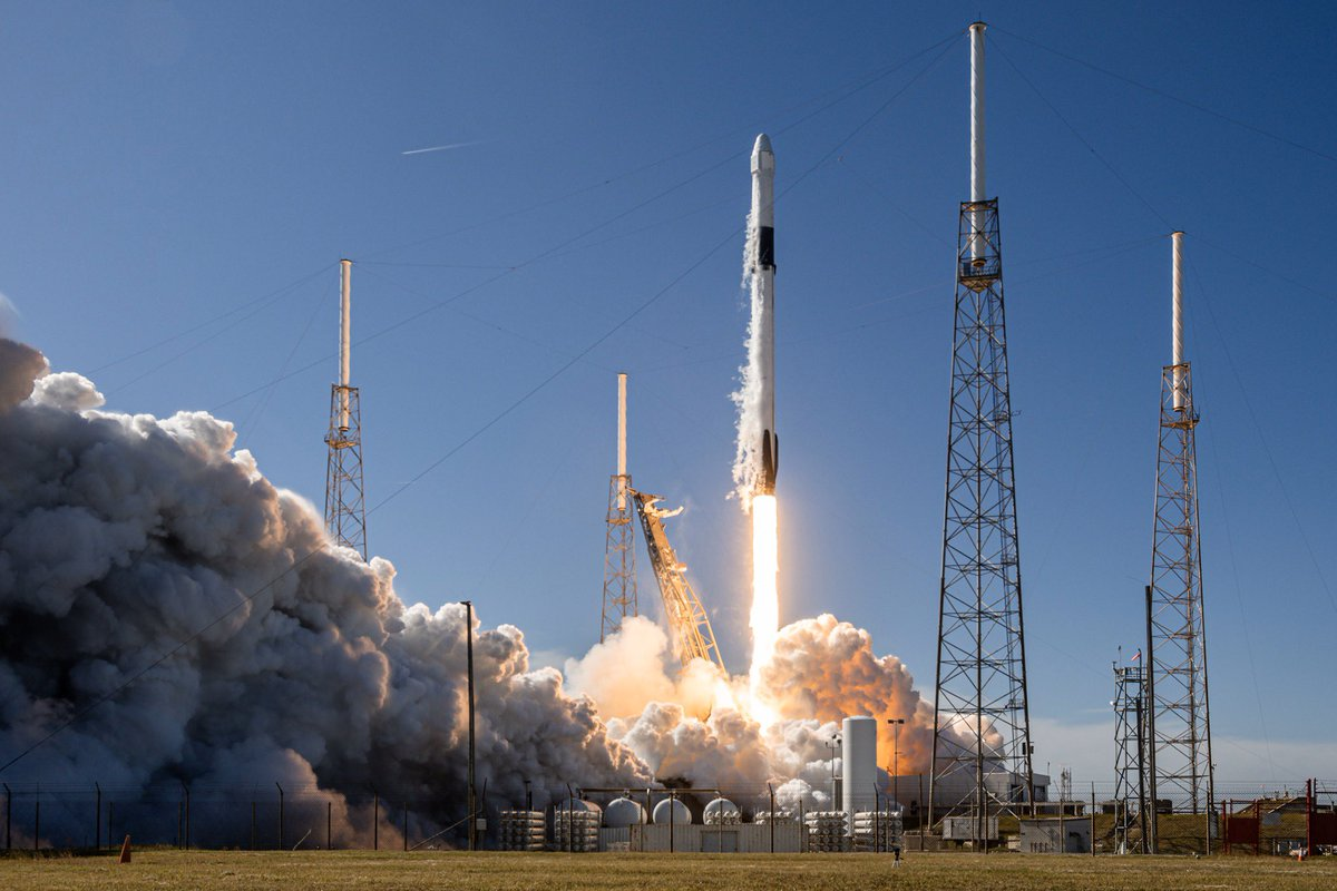 : Nikon D7500 DSLR  : iPhone XS Max  Here's two looks at yesterday's launch of CRS-19. I slightly missed focus with the DSLR, so the iPhone photo is actually slightly sharper! I've really enjoyed pushing the envelope with phones lately, and I'm consistently impressed. <br>http://pic.twitter.com/rccyXpgANe