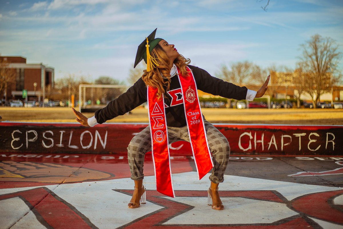 First Generation Grad  Woman of Delta Sigma Theta Sorority , Inc  Graduating with honors    Bachelors in Physical Education  Just a girl from Wilmington, DE  God I thank you , without you I'm nothing. <br>http://pic.twitter.com/Si28OQRSBa