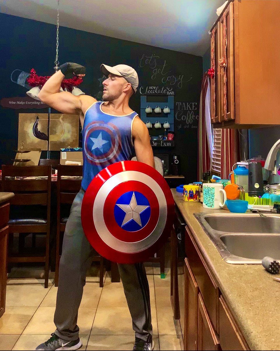"""If nothing else, at least the #CaptainAmerica shield makes my #FlexFriday attempt """"solid"""". <br>http://pic.twitter.com/arvRVbNENv"""