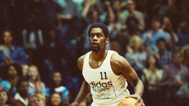 Excited our series on the Showtime Lakers has gotten the go ahead from HBO. Here's Quincy Isiah as Magic in his first summer league game in 1979. @MAXBORENSTEIN @toddbanhazl @HBO