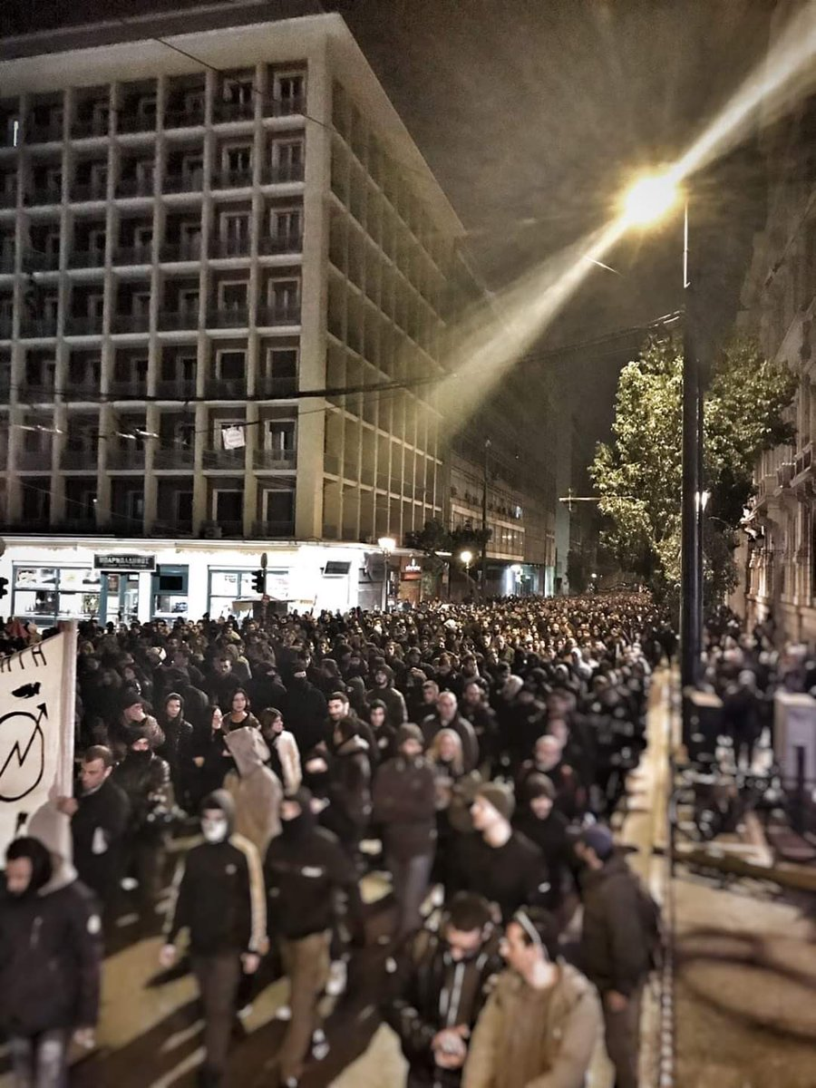 Δεκάδες χιλιάδες στην σημερινή πορεία για τον Αλέξανδρο Γρηγορόπουλο η πιο μαζική των τελευταίων ετών. 5 με 6 χιλιάδες στο μπλόκ του No pasaran. Η πορεία κατέληξε στο μνημείο του Αλέξη στα Εξάρχεια.