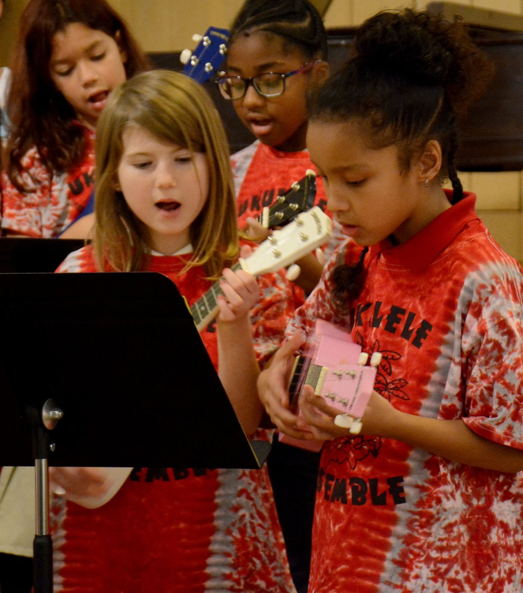 Heritage Ukuleles a hit at the Allen County Museum's Christmas Tree Festival today. #spartanmusic<br>http://pic.twitter.com/CTm9t51WoE