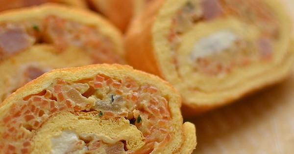 まるで太巻きみたい!朝から栄養たっぷり「くるくるエッグロール」【世界のクックパッドから―朝ごはん編】: ロシアの定番朝ごはん「エッグロール」。ふんわりした卵焼きで具材を巻いた、食べやすくて大満足な1品。アレンジも自在なのんで、好きな具を巻いて作ってみましょう!