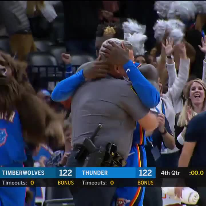 ADAMS  SCHRODER AT THE BUZZER!   Thunder-Wolves headed to OT!  #CrunchTime