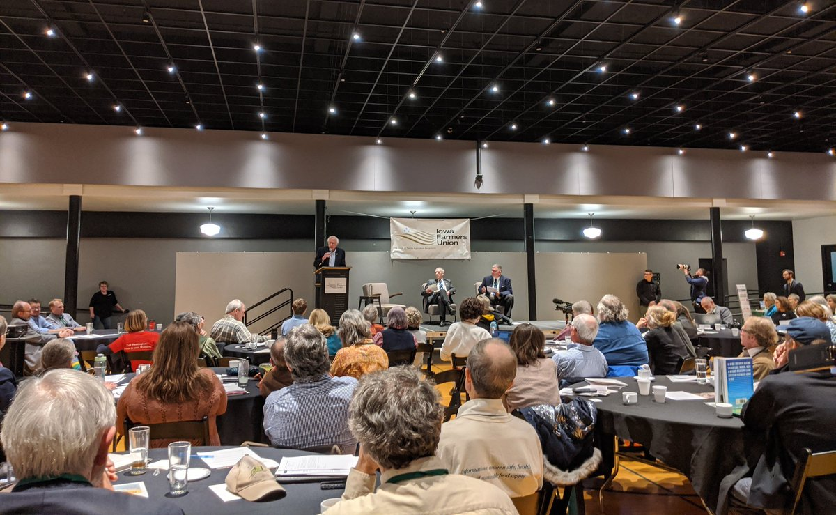I got to the Iowa Farmers Union forum early and saw 4 candidates speak.   The loudest applause so far just came now when @BernieSanders pledged to appoint an ag secretary who comes from family farming - not big agribusiness.<br>http://pic.twitter.com/xiY303SfWH