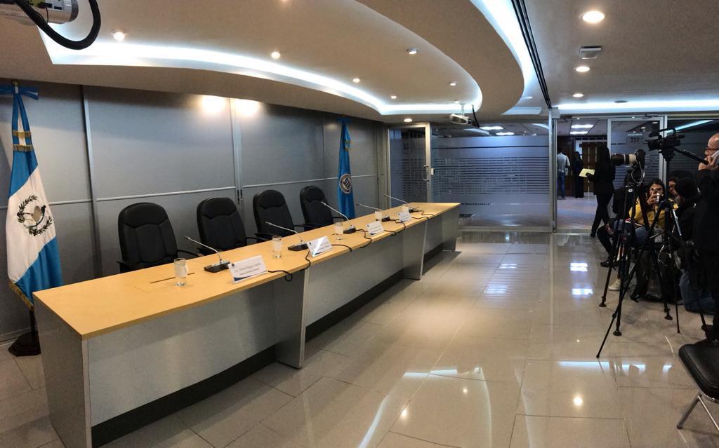 test Twitter Media - En breves momentos el superintendente de Bancos, Erick Armando Vargas junto a otros miembros de esa instancia brindarán una conferencia. Foto José Orozco https://t.co/c8GjfJ3PPC
