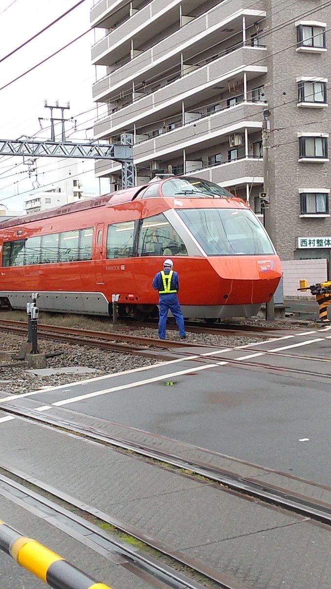 相武台前駅の事故の当該GSEが緊急停止している画像