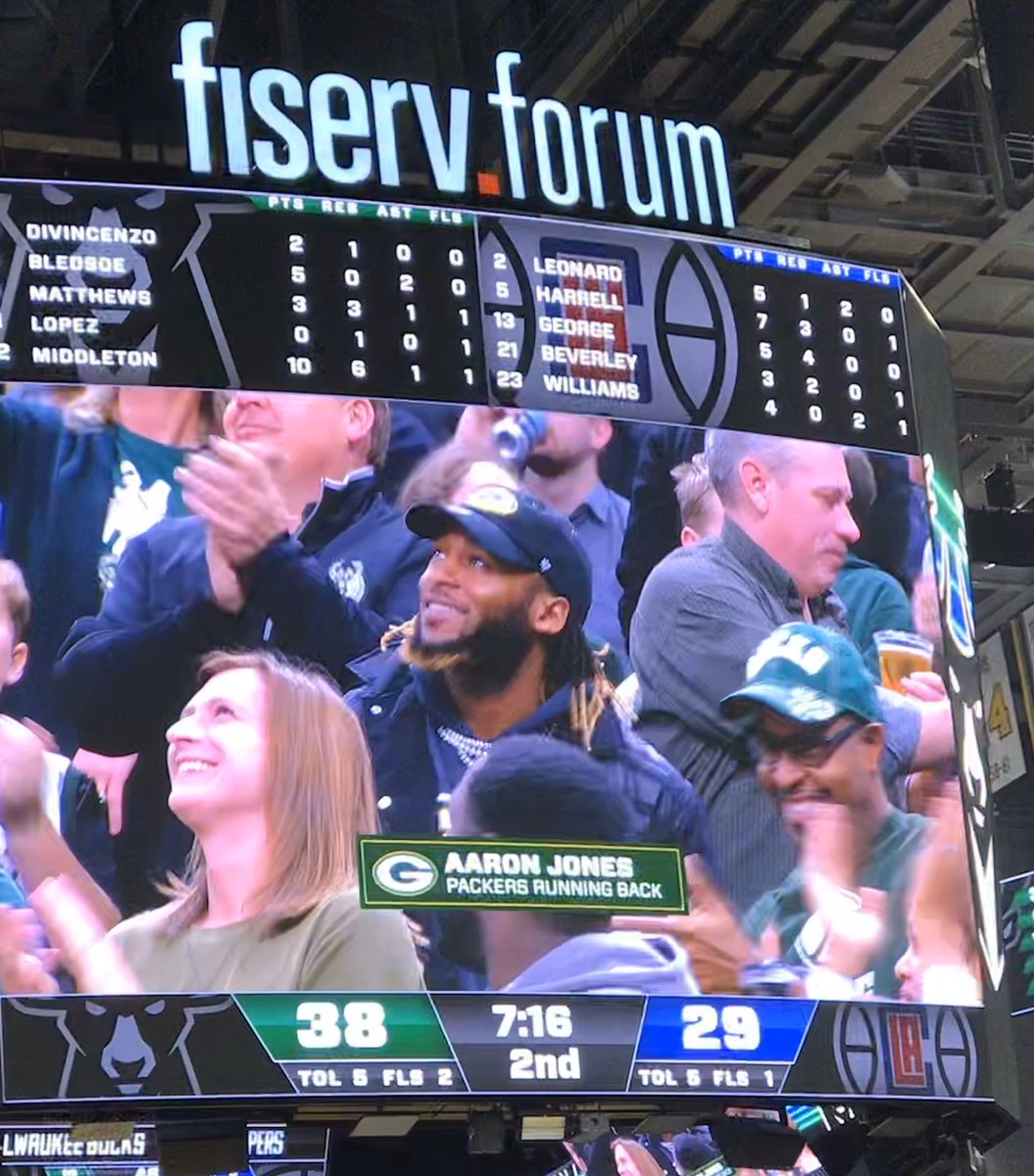 Confirmed:  #Packers RB  @Showtyme_33 in the house tonight.  According to sources, he's primed for a big game on Sunday.  #SourceIsMe  #FearTheDeer