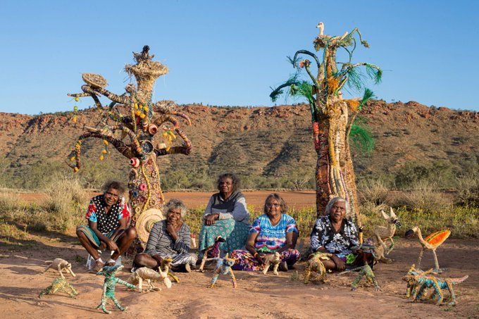 Tjanpi Desert Weavers, Aboriginal women artists living in the remote Australian Red Centre #womensart