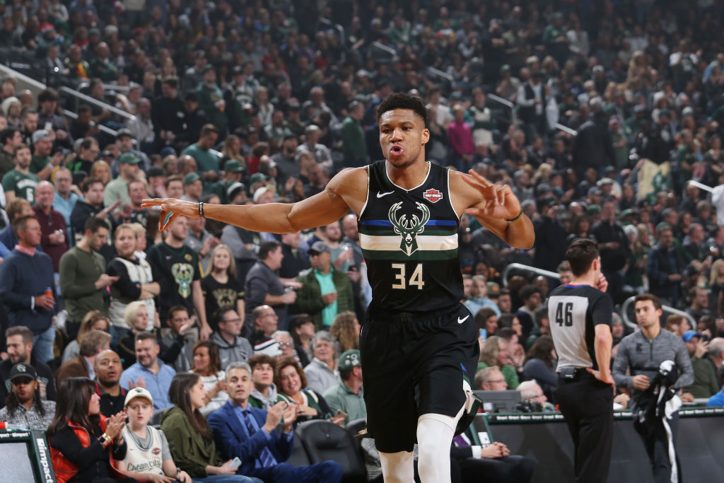 @Giannis_An34 recorded 27 PTS and 11 REB in just 26 minutes-played tonight. This is Giannis' 6th such game this season with 25+ PTS and 10+ REB in under 30 minutes of action – the most in a season since minutes-played began to be officially tracked in 1951-52.  @EliasSports