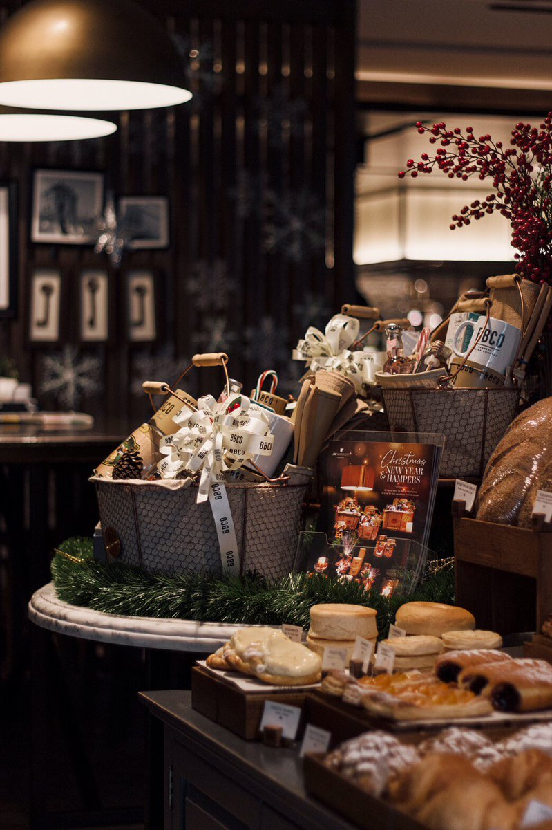 You never want to show up at a party empty-handed, Filled with signature goodies, traditional treats and festive sweets. ✨🎄🍁 Pick up JW's Festive Hamper at BBCO till the end of December 2019 and ☎️026567700 #christmas #jwmarriottbkk https://t.co/Efzjd1oIGM