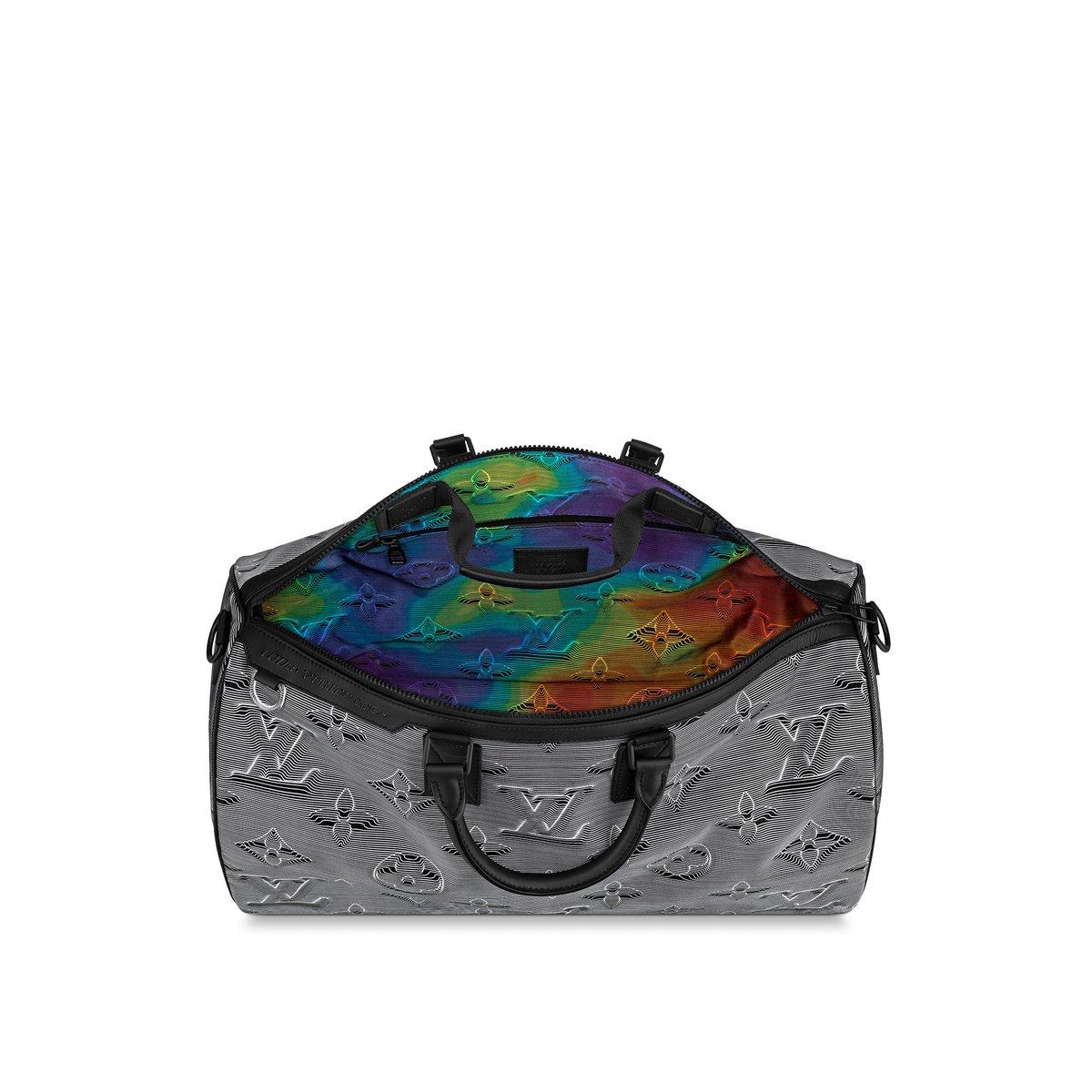 「ルイ・ヴィトン」からヴァージルによる新ライン「ルイ・ヴィトン 2054」がデビュー。ファーストコレクションは、ライニングにあしらわれたタイダイ風のカモフラージュレインボーが目を引くデザインに。