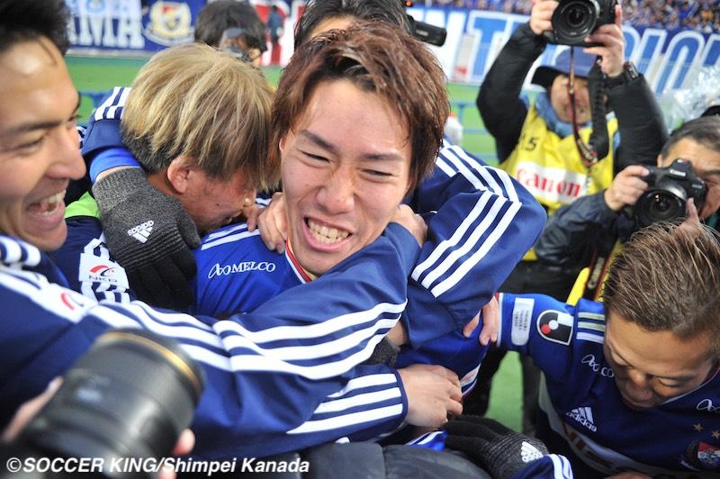 ⚽️🇯🇵クライマックス🇯🇵⚽️横浜FMが15年ぶりJ1制覇!残留争いは湘南が16位でプレーオフへ/J1第34節🗣編集部より「J1第34節が7日に行われ、#横浜F・マリノス がJ1優勝に輝きました!一方、J1参入プレーオフには #湘南ベルマーレ の進出が決まっています」