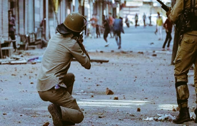 Kashmir is still burning. The war monger Modi govt n unethical,tyranical Indian forces has imposed a curfew in Kashmir tht has now tched the 125th day.Why is the international community criminally silent and #UN is still Sleeping?Kashmiris deserve freedom.  #WeAreKashmirWarriors <br>http://pic.twitter.com/AZbNRV1q1x