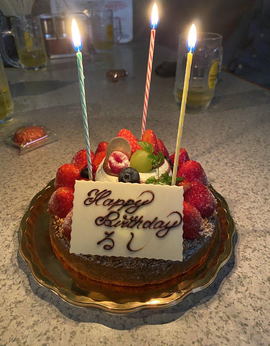 今日はエステラさんのところでオフ会でした!エステラーメン食べに行くだけのつもりだったのに、めちゃめちゃ誕生日を祝ってもらっちゃいましたm(_ _)m美味しいケーキに、たくさんのプレゼント(撮ってないものも多数)ありがとうございました\(*ˊᗜˋ*)/ほんとに嬉しかったです!