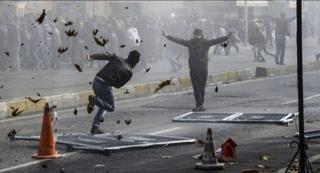 トルコのデモ画像が超能力者同士が戦ってるようにしか見えない