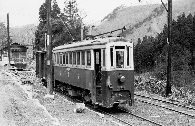 今日のブラタモリ面白いな宮沢賢治の銀河鉄道の夜の鉄道はますむらひろしや河森正治が描いたSLではなく、実は馬面と呼ばれた「花巻電鉄」つまり電車だった…か。