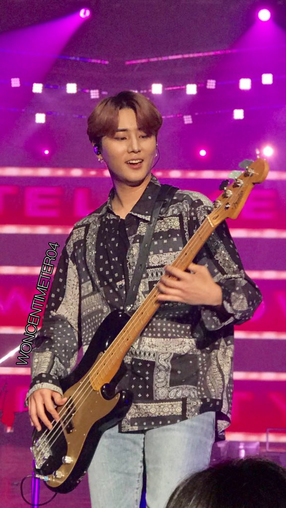 YOU CAN STEP ON ME YOUNGK. I WILL NEVER COMPLAIN  #DAY6GRAVITYinBKK<br>http://pic.twitter.com/znv7rXPzhr