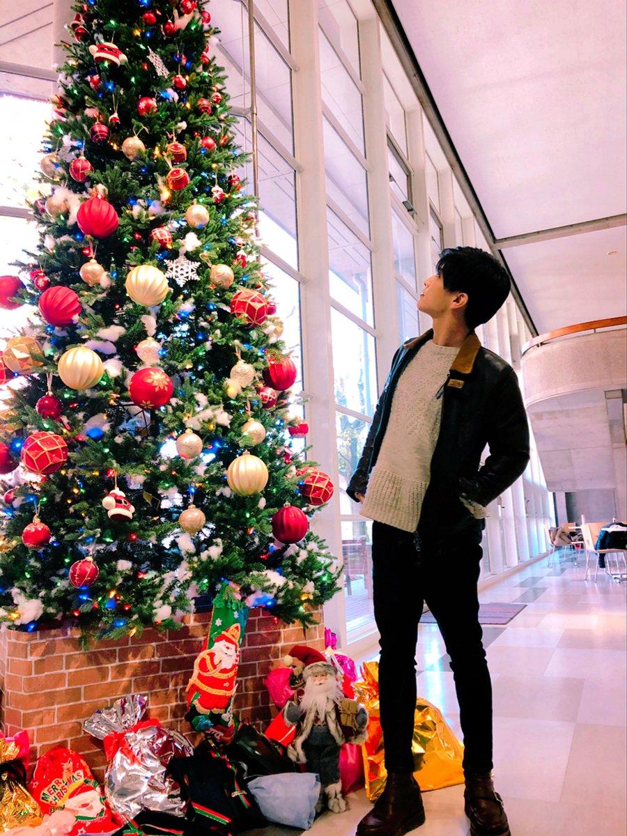 test ツイッターメディア - 🎬#シャーロック 明後日のこの時間は🕘10話放送‼️ #岩田剛典 さん✨撮影待機中にクリスマスツリーを見ている若宮さんの姿が微笑ましかった🤗ので頂きました🎄📸 #10話の放送まであと2日 ‼️ #12月9日 をお楽しみに✨🕵🏻👨⚕️👮♂️ #月曜よる9時 #若宮潤一の佇むだけで絵になるシリーズ #月9 #10話は何色 #熱っ https://t.co/yQ65FYXJYM
