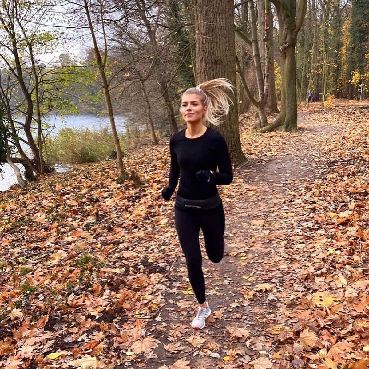 "Thanks for sharing your running motivation. Also great quote    ""I'll be happy if running and I can grow old together.""  -Haruki Murakami-  http://www.buildandfitness.co.uk  #buildandfitness #runningbelt #laufen #liebeslauftagebuch #runhappy #laufenverbindet #run #runninggirlpic.twitter.com/bB6lfAAdIh"