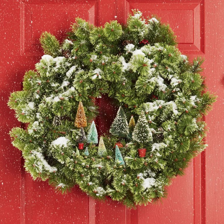 Planning on making your own wreath for your Lifestyle Designs front door? This article from @goodhousemag is full to the brim with festive ideas  http:// ow.ly/lPqc50xkNkO    <br>http://pic.twitter.com/FBL9xrAko7