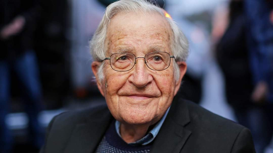 A Happy Birthday to Noam Chomsky, 91 today. #BornOnThisDay<br>http://pic.twitter.com/iH93ouY2QZ