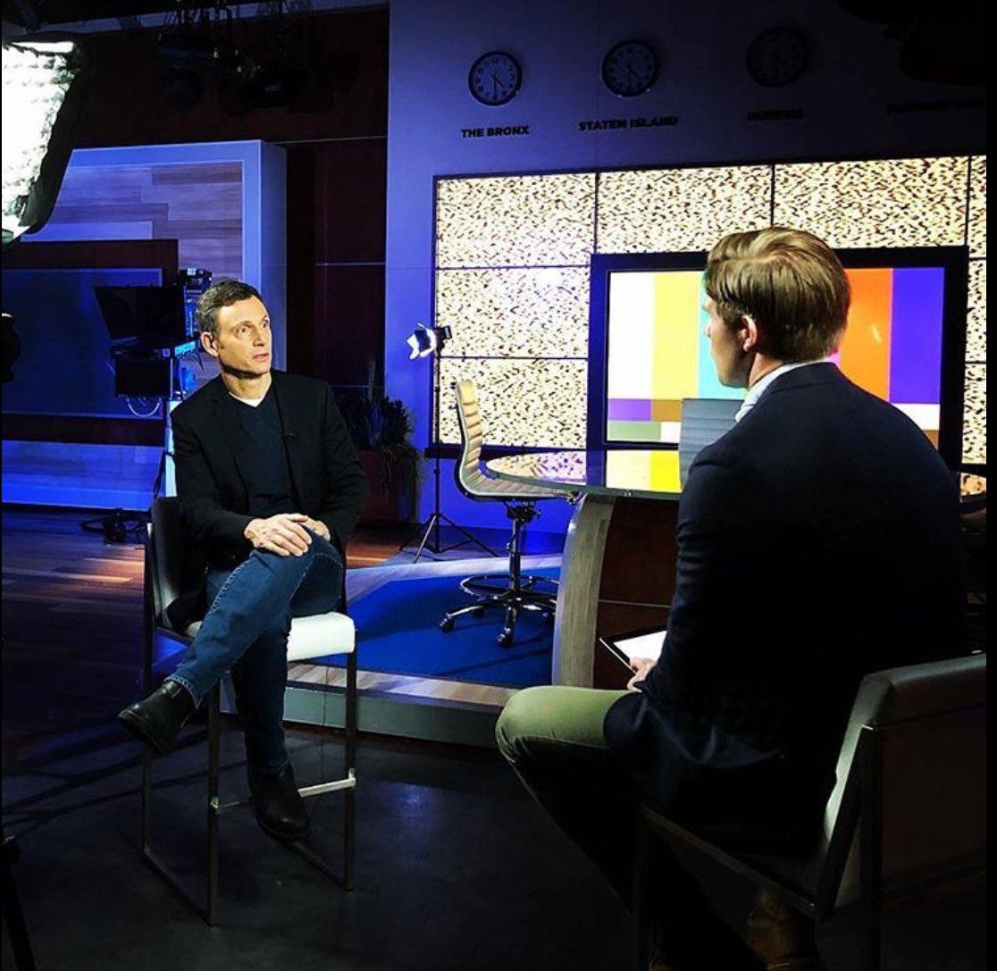 #TonyGoldwyn  being interviewed <br>http://pic.twitter.com/gt81oDfjfm