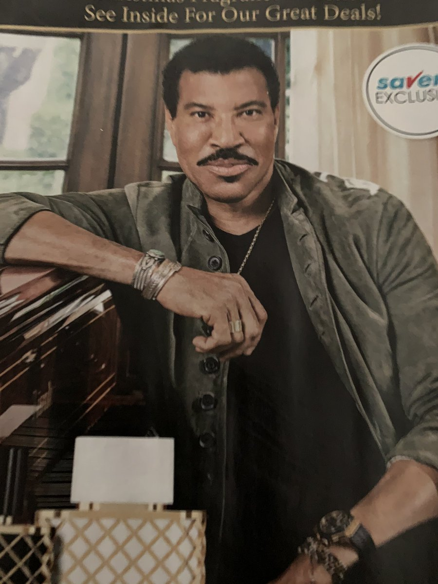 Lionel Richie finally looks like that sculpture the blind girl he was stalking created in the video for Hello <br>http://pic.twitter.com/5KnEyDZIOf
