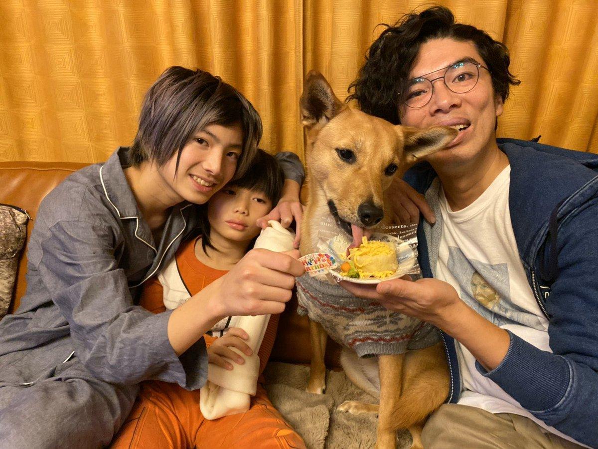 今日は愛犬ちゃこちゃんの3歳の誕生日でした〜! 犬用のケーキと、デッカい骨をあげました!#姉美欧も #室岡さんも