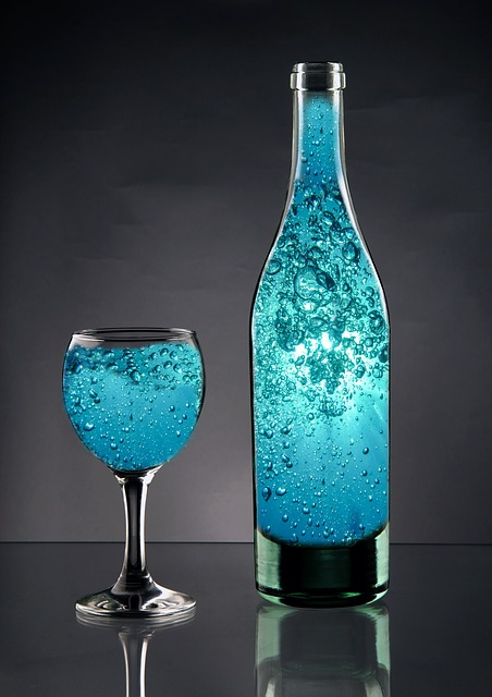 Drink sparkling water instead of soft drinks for a refreshing kick without the unhealthy fructose.  http:// hlty.us/7K1R     #FitLife <br>http://pic.twitter.com/NjQyPJCGtx