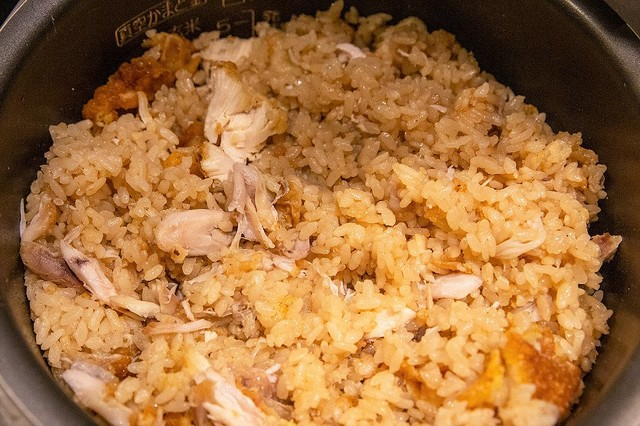 KFCオリジナルチキンで『悪魔の炊き込みご飯』 チキンの旨みとスパイスの風味が染み込んだコク深い味わいという。