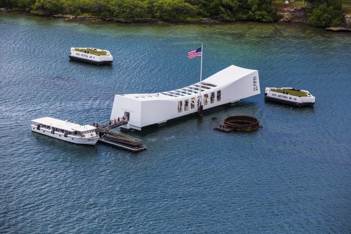 Hey furry family it is Pearl Harbor I want to salute to all To my respect of all the lossesTo the family and soldiers on Pearl Harbor day <br>http://pic.twitter.com/PCA2Dj6ju9