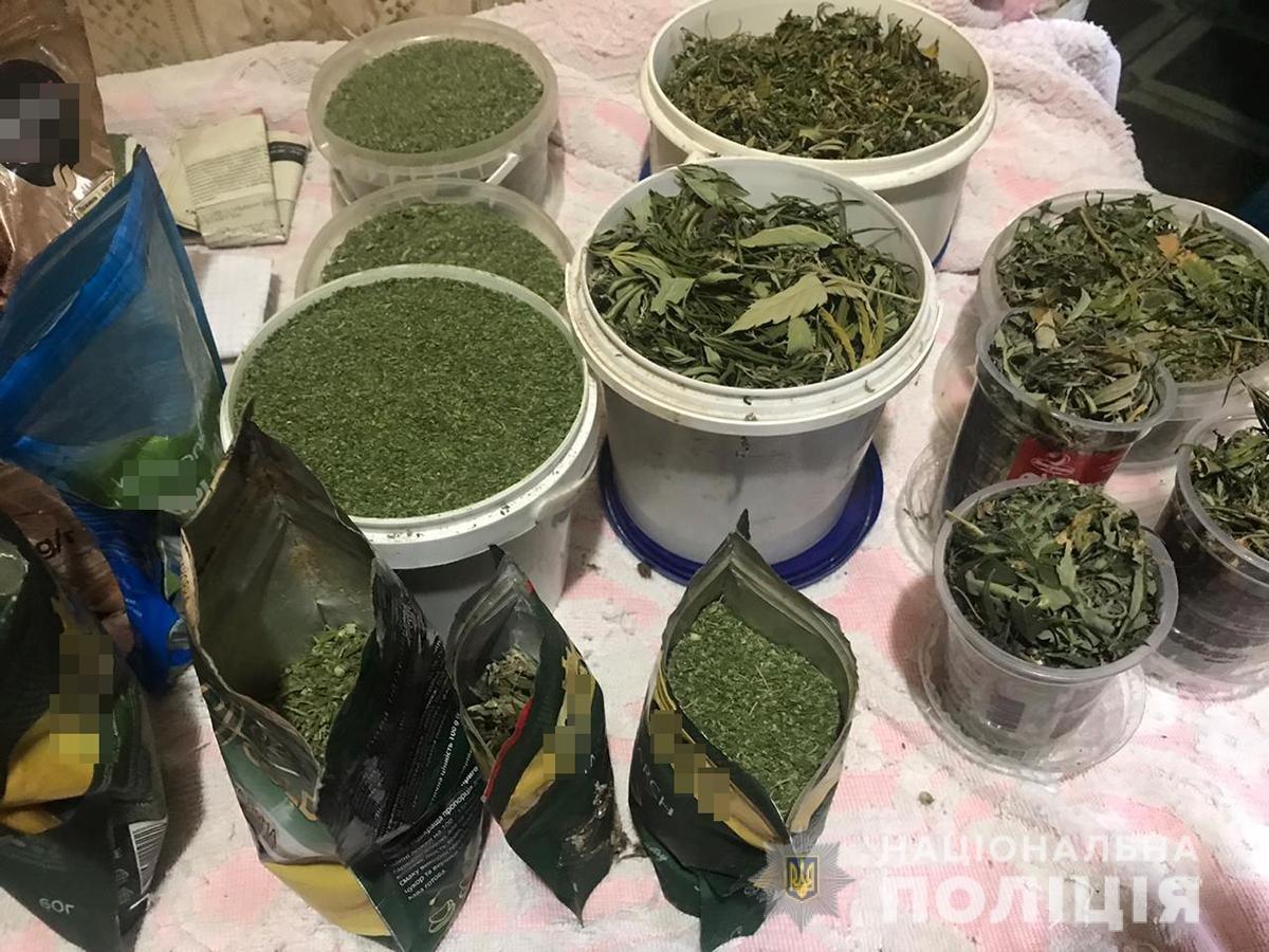 Хранение марихуаны в крупном размере без цели сбыта марихуана и повышенное давление
