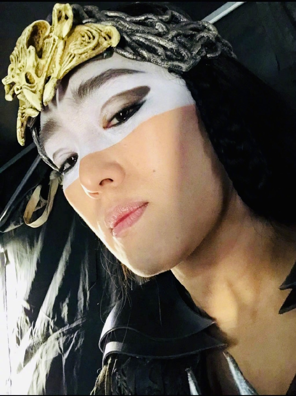 Trending Weibo On Twitter Gongli Takes Selfies In Costume As The Witch In Disney S Live Action Mulan 巩俐 花木兰