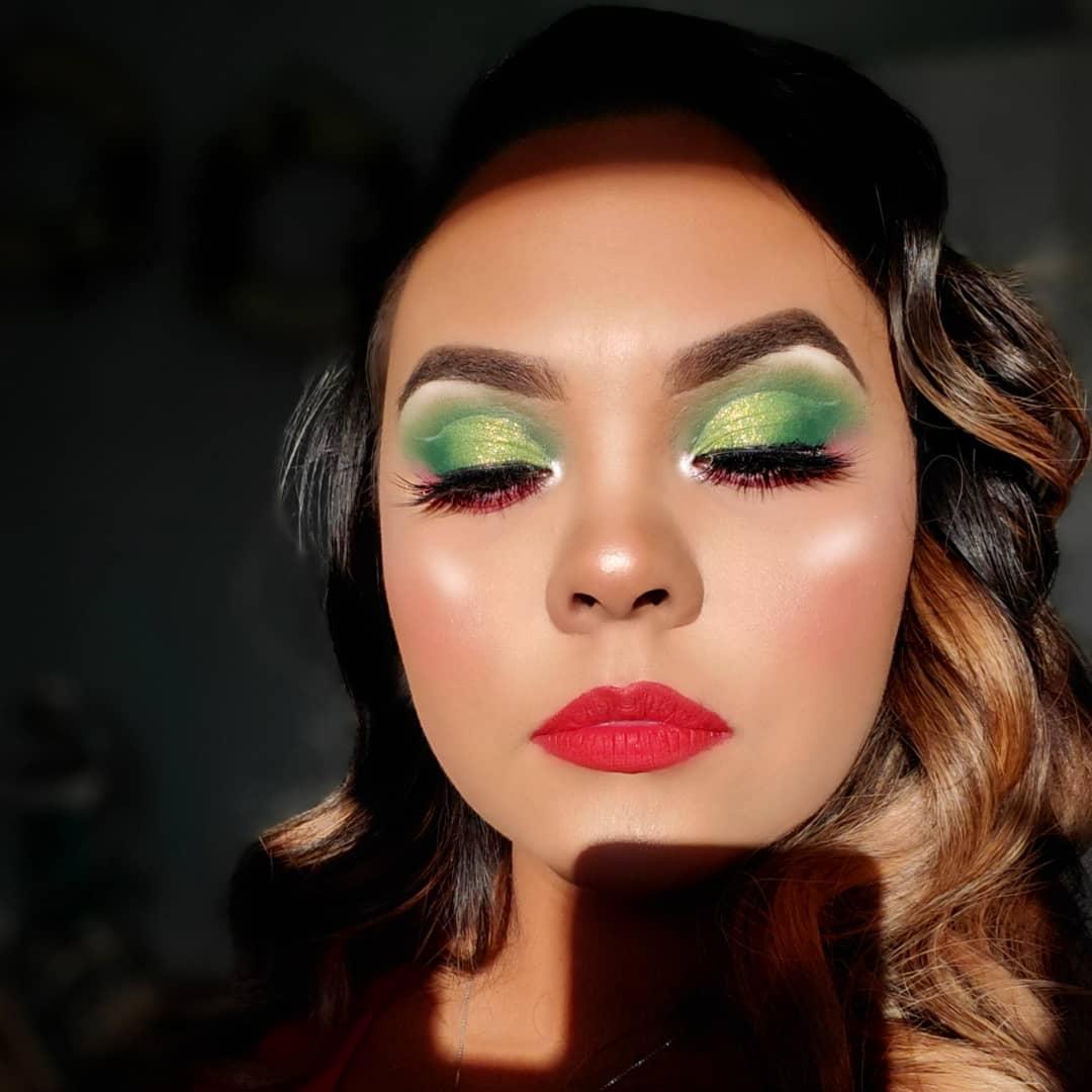 Have a Holly Jolly Christmas#maybelline #brows #elfcosmetics  #kyliecosmetics #christmas #green #red #holiday #christmas19 #redlips #lipstickjunkie #makeup #makeupjunkie #wetnwild #highlight #lashes #KISSlashes #morphegirl #morphebabe #morphexjaclynhill #selftaught #mua #glampic.twitter.com/ZhqepP1z8e