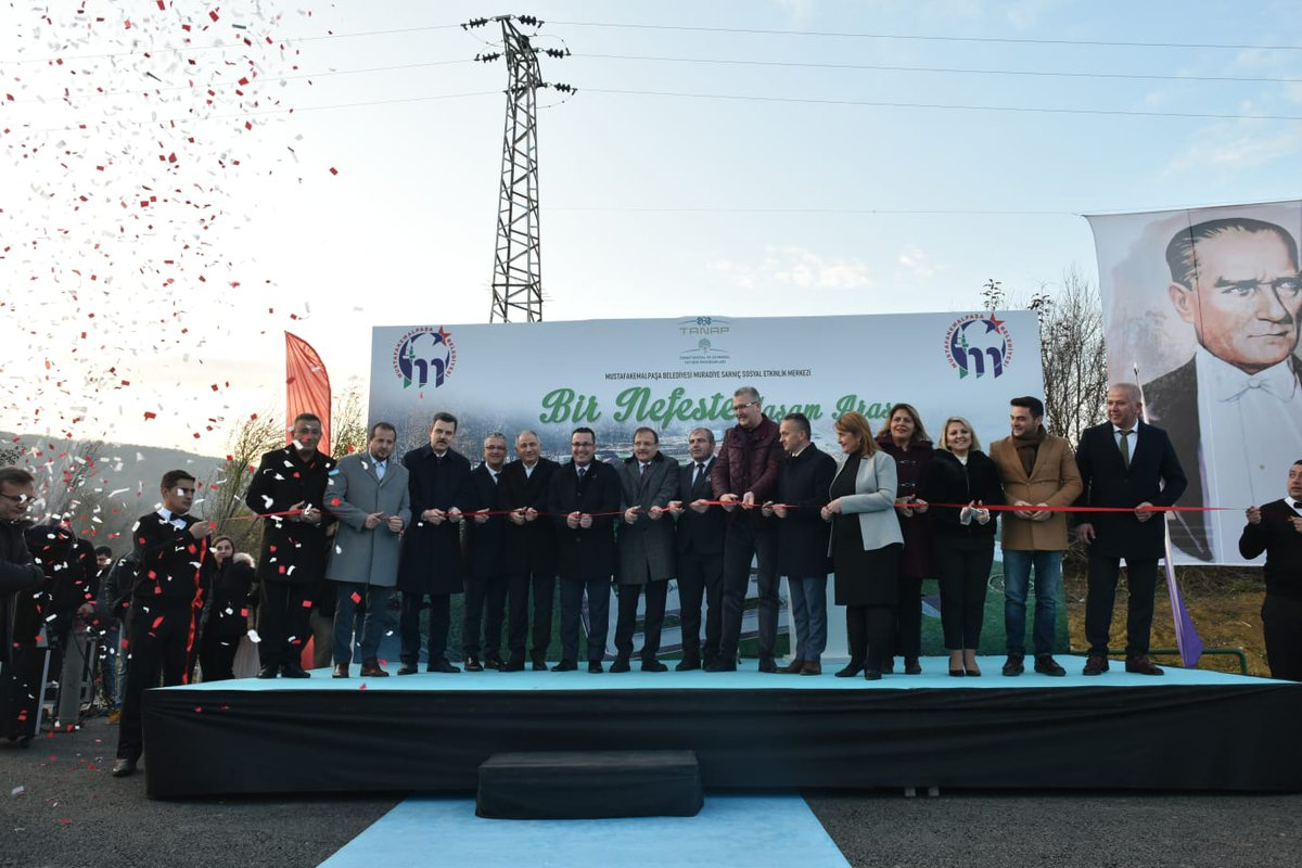 Geçmiş dönem Başbakan Yardımcımız Hakan Çavuşoğlu, Geçmiş dönem İçişleri Bakanımız Efkan Ala, değerli Milletvekillerimiz ve il yöneticilerimizle birlikte; Mustafakemalpaşa Belediyesi Muradiyesarnıç Sosyal Etkinlik Merkezi'nin açılışını gerçekleştirdik. Hayırlı uğurlu olsun.