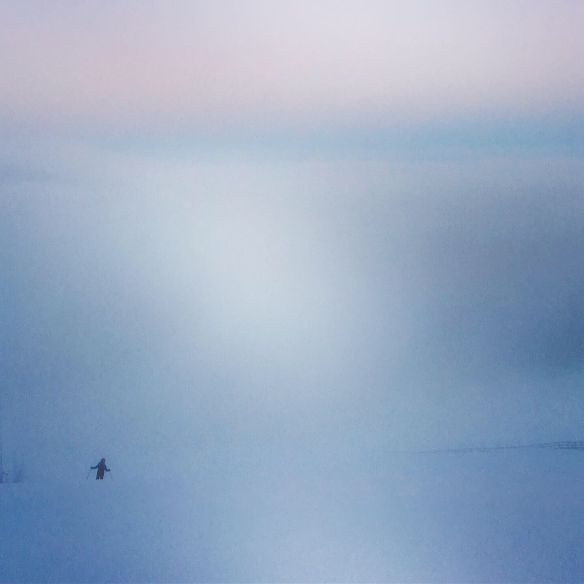 Tunturissa tuulettuu ihminen ulkoisesti ja sisäisesti. Kaamos on kauneinta aikaa. #kaamos #lappi #ylläs #finland #lapland #aboveordinary