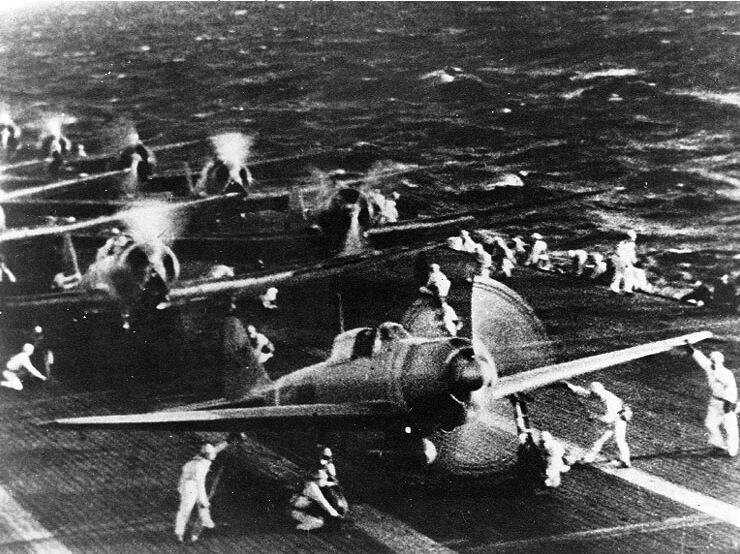 6.10AM The first wave of 183 Japanese planes is taking off from carrier fleet. Their target is 370km south: Pearl Harbor, Hawaii. <br>http://pic.twitter.com/jyqlN1fBmy