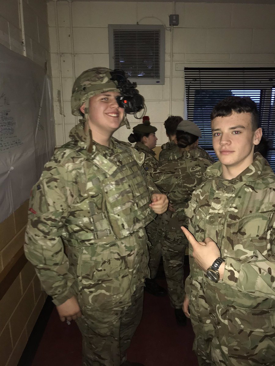 Big thanks to SGT Alexander from @scots_guards for coming down to NCO weekend to give the cadets a presentation and show them some equipment. Cadets loved seeing the different sight systems. @acfadbn @ColCdts51X @David_Harvey59 @ArmyCadetsUK @ArmyCadetsScot  #acf #ADNCO2019